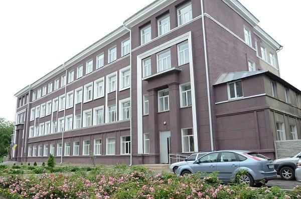 В Харькове продолжают ремонтировать школы