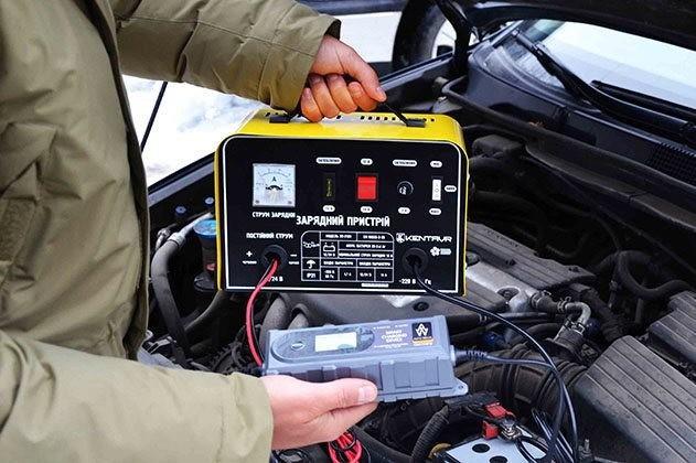 Зарядные устройства для АКБ автомобиля: виды и критерии выбора
