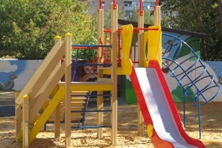 В Харькове установили полсотни детских и спортивных площадок