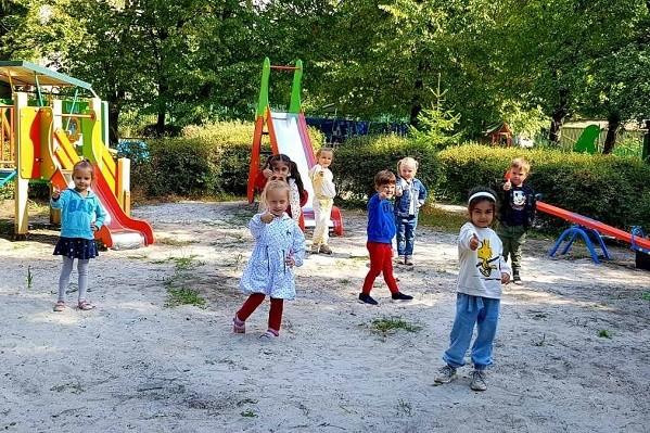 В Харькове продолжается ремонт и обновление детских площадок