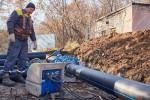 В районе Харьковской больницы скорой помощи №4 ремонтируют сети водоснабжения