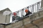 В Харькове спецбригады выполнили около 2,5 тыс. заявок на уборку сосулек