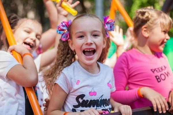 В Фельдман Экопарк открылся бесплатный оздоровительный детский лагерь