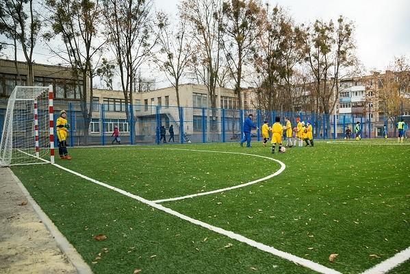 В Харьковской ДЮСШ №6 открыли новый спортивный стадион