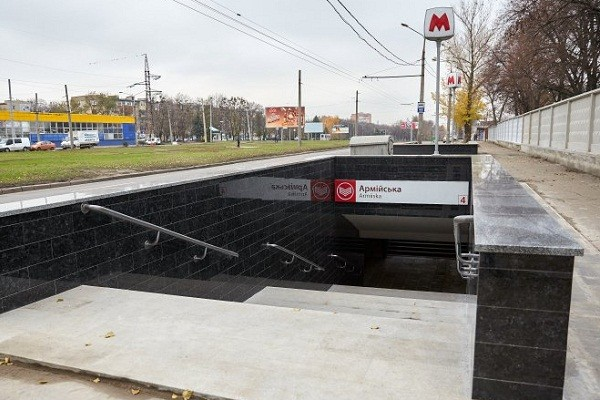 На четырех станциях харьковского метро отремонтируют подземные переходы