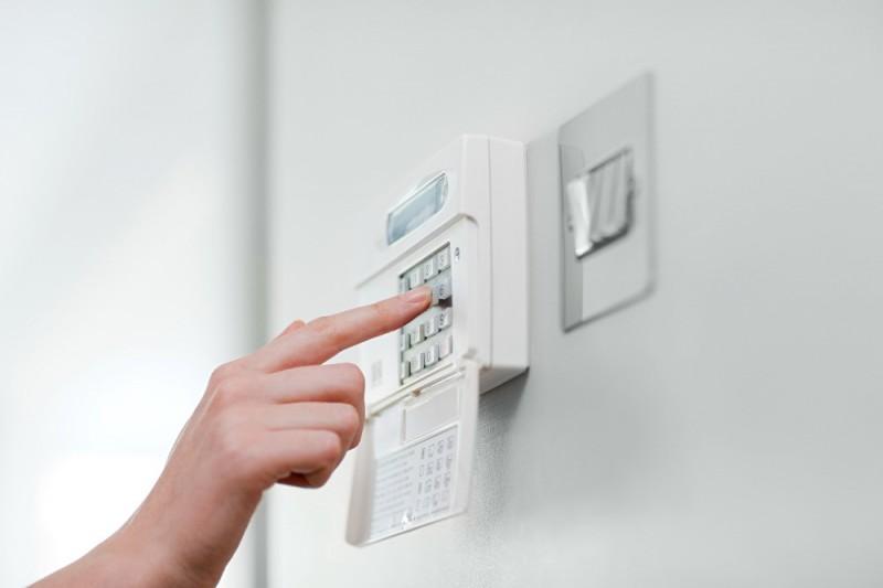 Как обезопасить квартиру: монтаж охранной сигнализации