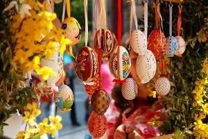 В саду Шевченко открылась весенняя ярмарка к Пасхе
