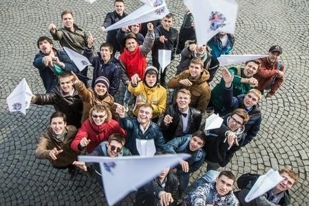 Харьковские студенты установят рекорд по запуску бумажных самолетиков