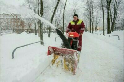 Новая снегоочистительная техника работает на улицах Харькова