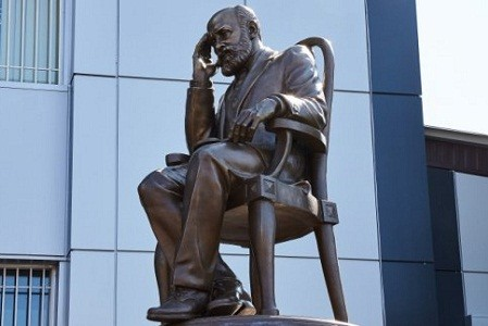 В Харькове открыли памятник ученому Николаю Бокариусу
